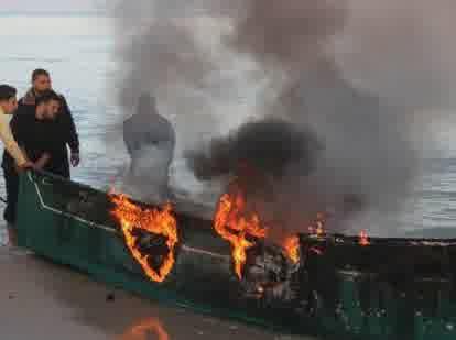 perahu nelayan palestina yang terbakar