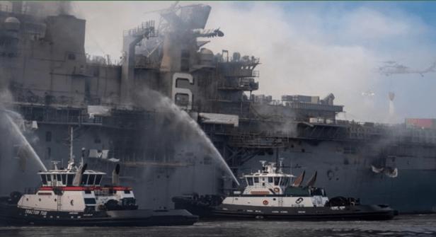 Api Masih Berkobar, Kapal AS Mungkin Tak Bisa Diselamatkan
