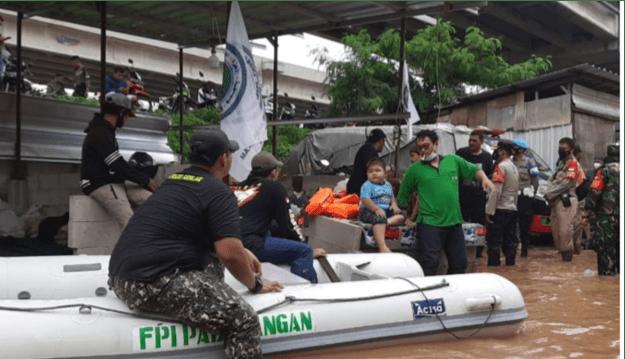 Polisi Bubarkan Massa Beratribut FPI di Cipinang Melayu, Ada Apa?